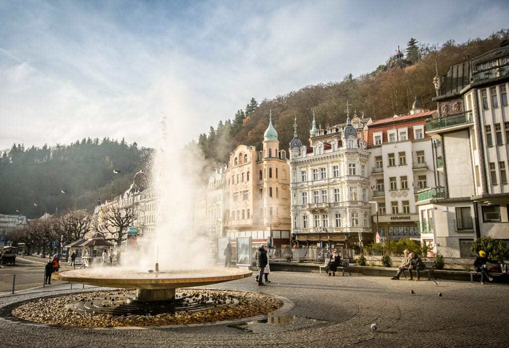 The fountain of Karlovy Vary spouts warm spring water all day long!