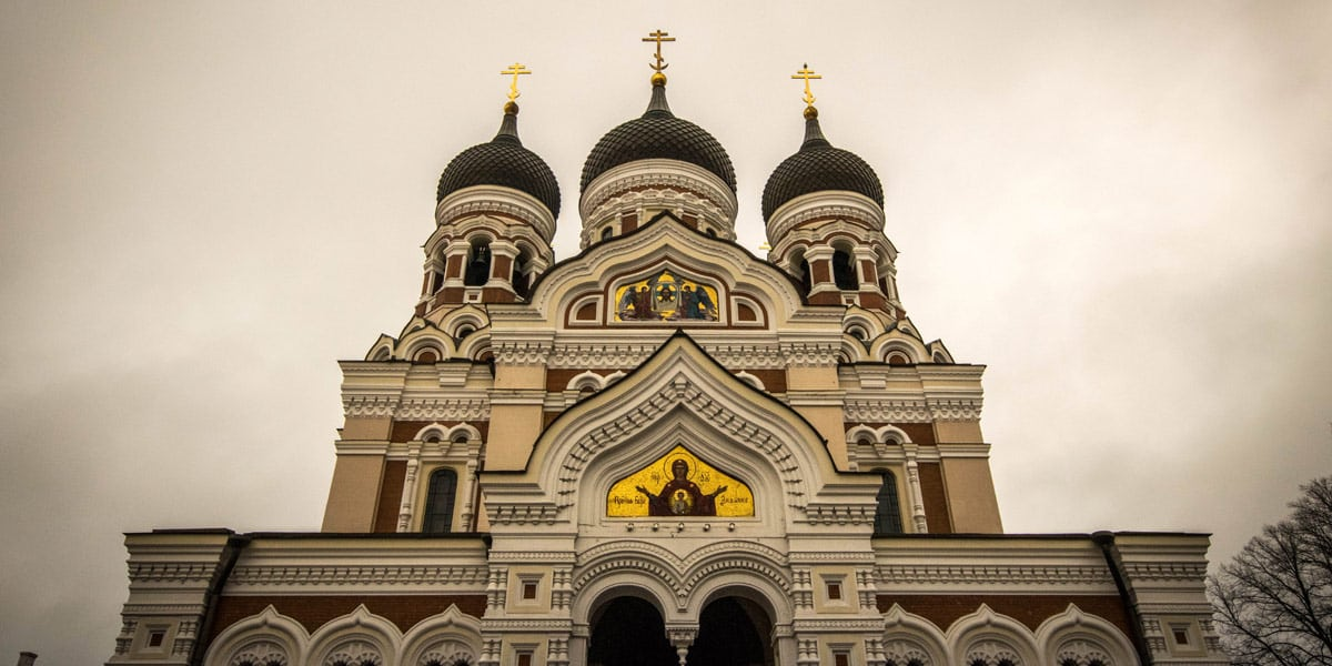 The Alexander Nevski cathedral towers over the city!