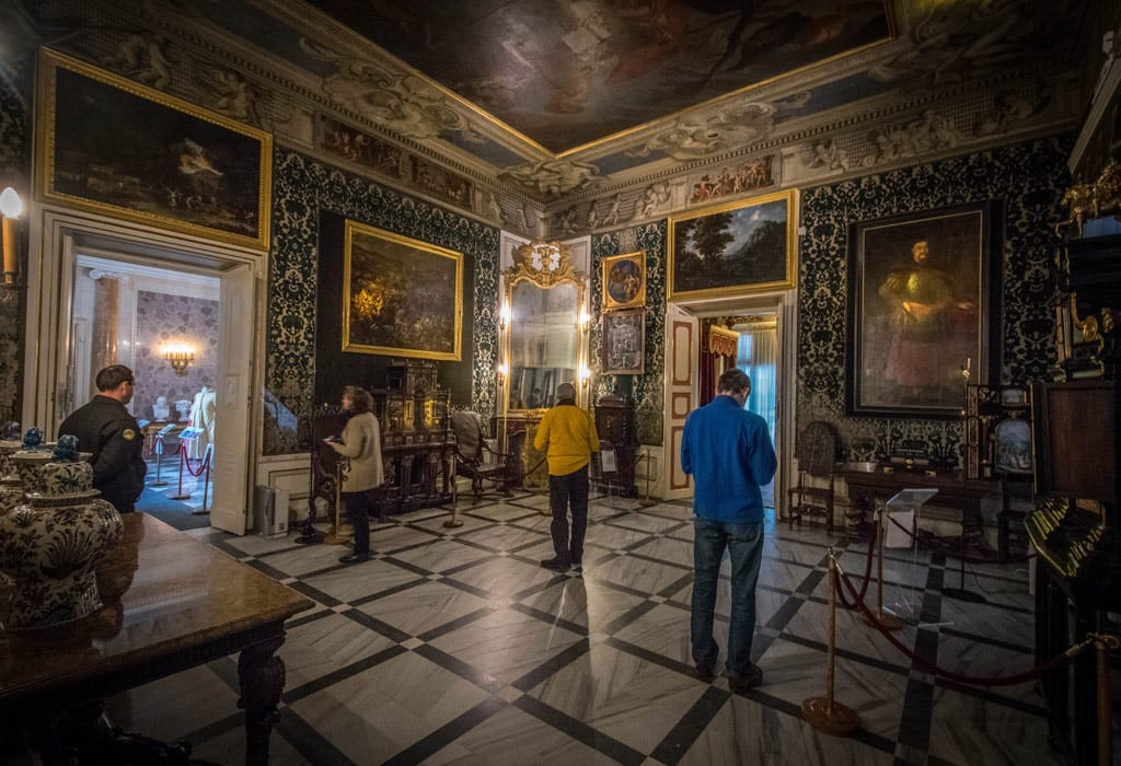 The museum of Wilanow is nice to visit, and besides the exhibits, the rooms are also quite beautiful.