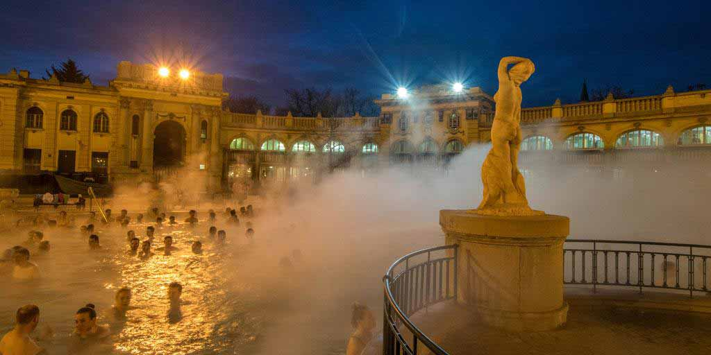 The well known outer baths of Szechenyi.