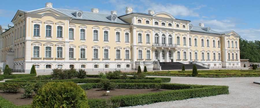 The Rundāle palace, about 70 km from Riga. This castle was inspired on the castle of Versailles.