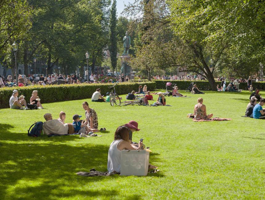 esplanade park helsinki attractions
