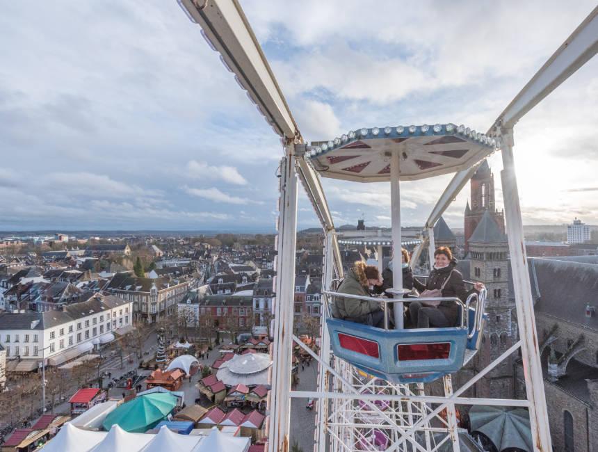 ferris wheel maastricht christmas market