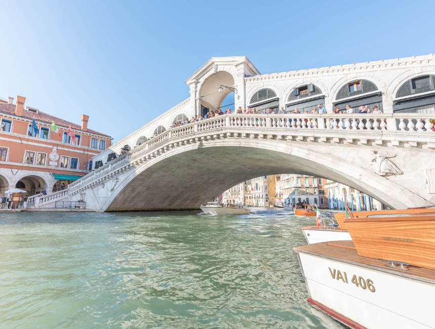 rialto bridge sights of Venice