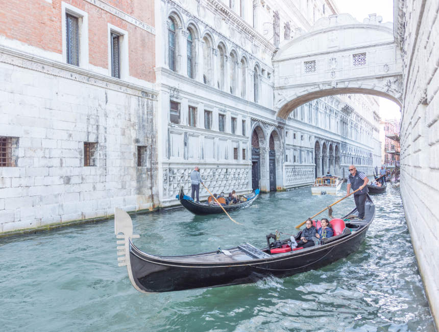 things to see in Venice - Bridge of Sighs