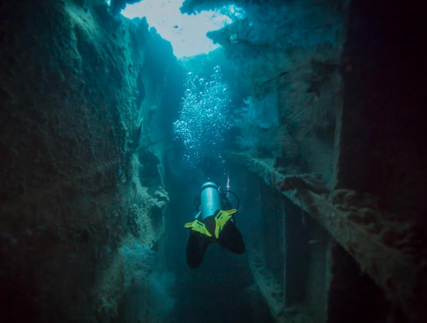 wreck diving coron
