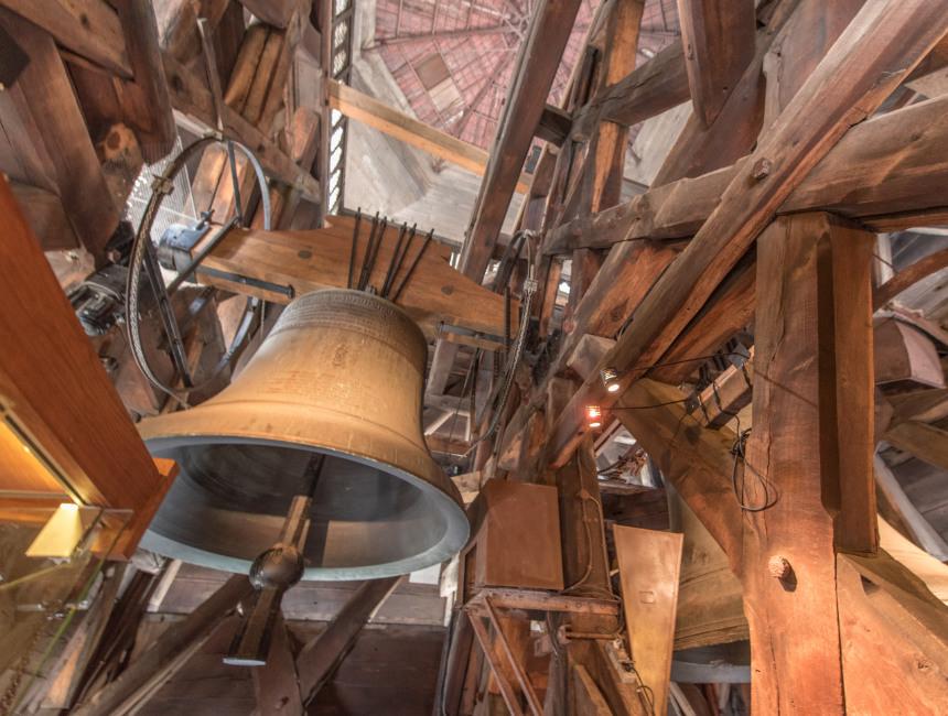 bell clock tower notre dame fire