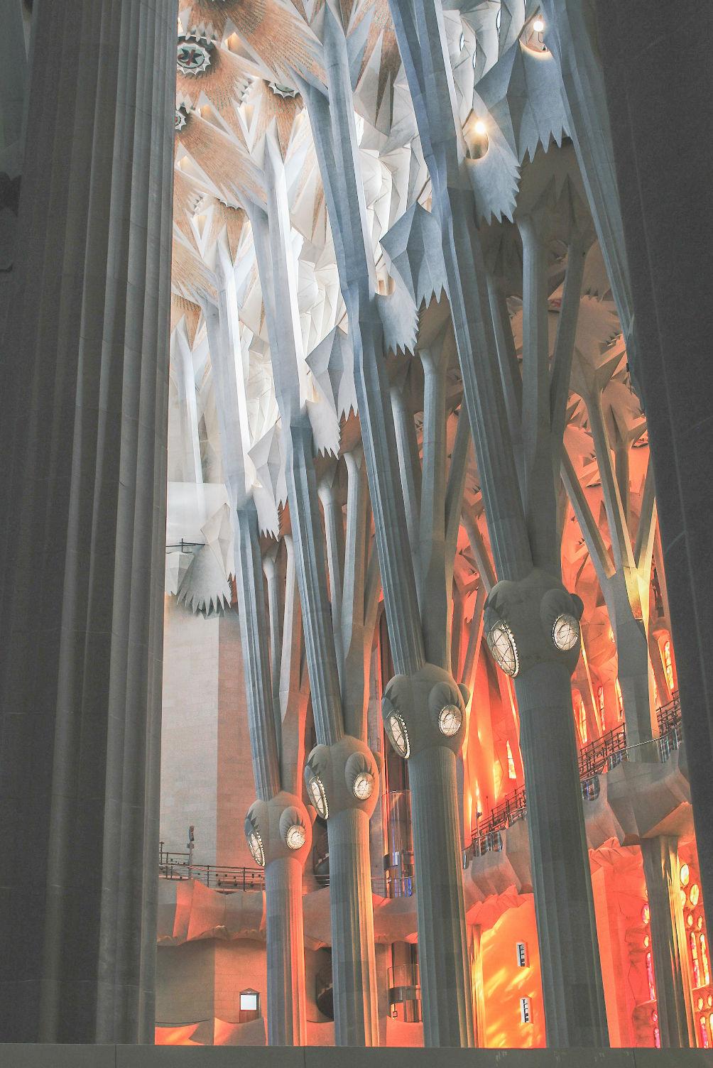 interior sagrada Familia visit