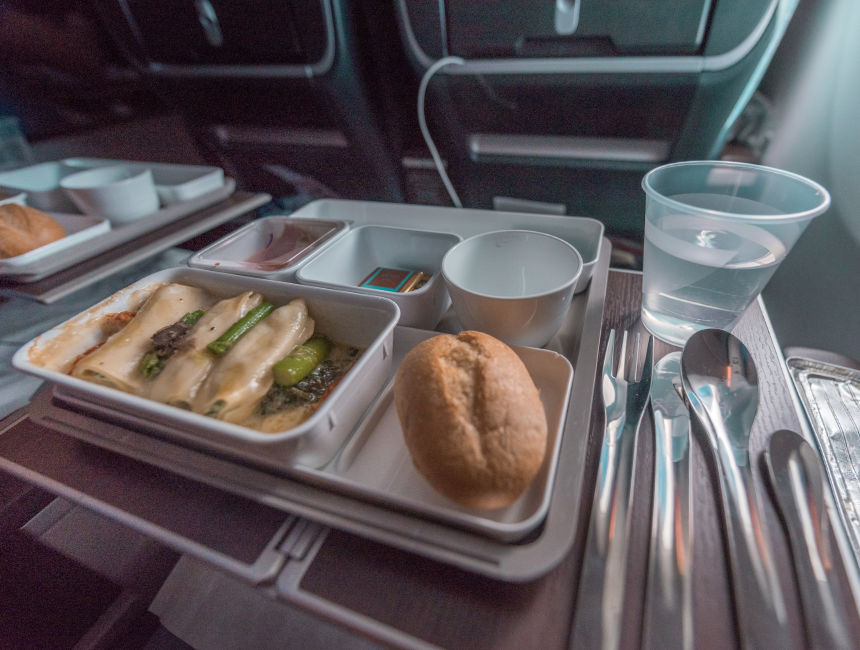 flight brussels hong kong cathay pacific premium economy food