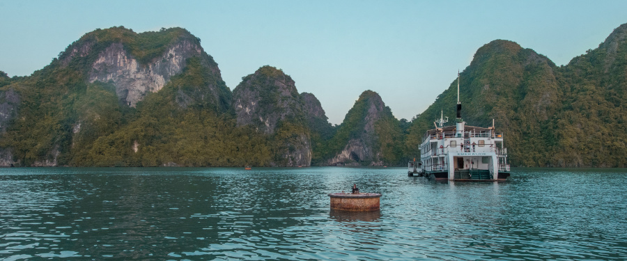 Vietnam travel guide Halong Bay