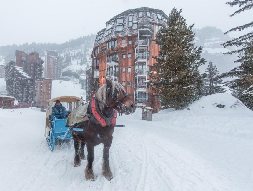 avoriaz horse carriage portes du soleil ski area