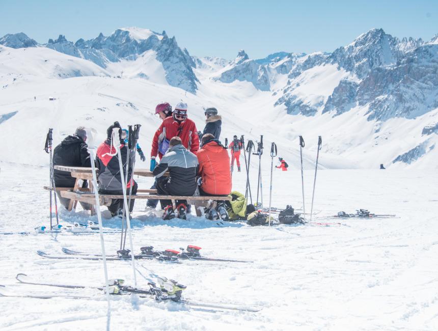 skiing valmeinier